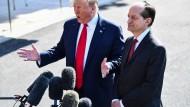 Trump sagt, der Rücktritt sei Acostas Entscheidung gewesen.