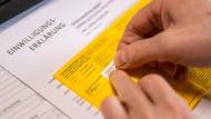 Noch muss die Impfung mit dem gelben Heft nachgewiesen werden. Wann der digitale Pass kommt, ist noch offen.