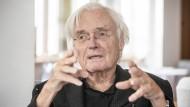 Meinhard von Gerkan, 85, ist einer der bekanntesten deutschen Architekten. Sein Büro GMP hat weltweit Flughäfen, Brücken, Stadien und Konzertsäle entworfen, in Deutschland unter anderem auch den Berliner Hauptbahnhof.