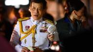 """Thailänder kritisieren Herrscher: """"Der reichste König der Welt"""""""