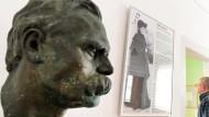 Plötzlich Antirassist? Eine Büste Philosophen im Nietzsche-Haus in Naumburg