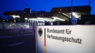 Wird der Verfassungsschutz bald V-Leute in der AfD einschleusen?