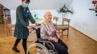 Schützen, aber nicht vereinsamen lassen: Fachleute warnen vor Kontaktverbot für Senioren