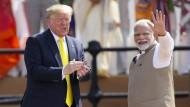 Zwei große Männer unter sich: Donald Trump in Ahmedabad mit dem indischen Präsidenten Narendra Modi