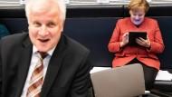 Zwischen Vordergrund und Hintergrund: Horst Seehofer und Angela Merkel