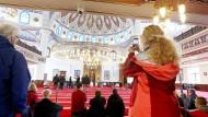Begegnung statt Hass und Vorurteilen: Besucher am 3. Oktober 2019 beim Tag der offenen Moschee in Duisburg-Marxloh