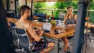 Zwei digitale Nomaden auf Bali