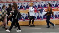 Allgegenwärtig: Plakate vor der georgischen Parlamentswahl am Sonntag
