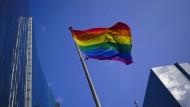 Wenn die eigene Identität politisch wird: Die EU wurde kürzlich zum Freiheitsraum für LGBTIQ-Personen erklärt. Hier weht eine Regenbogenflagge in Brüssel.