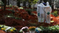 Permanent use: undertaker in the largest cemetery in Brazil, the Vila Formosa in Sao Paolo