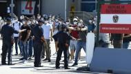 Gemeinsam Übung des österreichischen Grenzschutz mit Polizisten und Soldaten am Grenzübergang Nickelsdorf zu Ungarn.