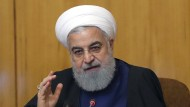 Der iranische Präsident Hassan Ruhani kündigt an, Uran in Zukunft höher anreichern als bisher vereinbart, sollten die Sanktionen gegen Iran nicht gelockert werden.