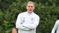 Zunehmend frustriert: Olympia-Trainer Stefan Kuntz muss die nächste Absage fürs Turnier hinnehmen.
