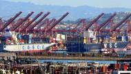 Containerschiffe im Hafen von Los Angeles