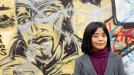 Interpretieren ist Überschreiben: Yoko Tawada in ihrem Berliner Wohnviertel.