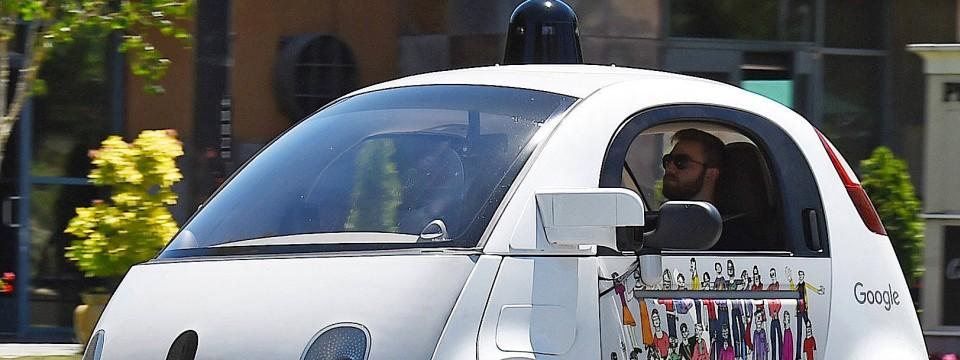 Sieht so die Zukunft aus? Ein selbstfahrendes Auto von Google unterwegs.