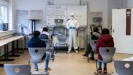 Hessische Corona-Regelungen: Testpflicht in den Schulen