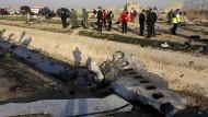 Trümmerteile des abgeschossenen ukrainischen Flugzeuges am 8. Januar südwestlich von Teheran