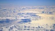 """Über die Wolken: Blick aus dem deutschen Höhenforschungsflugzeug """"Halo"""" auf die Troposphäre über dem tropischen Westatlantik"""