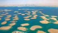 """Der vor Dubai aufgeschüttete Archipel """"The World"""" besteht aus dreihundert Inseln, die in Form einer Weltkarte angeordnet sind und zum Verkauf stehen."""