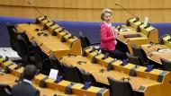 Durch leere Ränge: Von der Leyen im Europäischen Parlament am Donnerstag