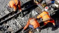 Arbeiten gegen Sanierungsstau: Betriebsräte fordern mehr Geld für die Bahn.