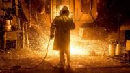 Noch ohne Wasserstoff: ein Mitarbeiter in der Produktion bei der Salzgitter AG