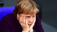 Wie soll's nur weitergehen? Die Partei der Kanzlerin steckt im Schlamassel. (Archivbild)