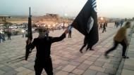 IS-Kämpfer im irakischen Mosul (Archivbild aus dem Juni 2014)