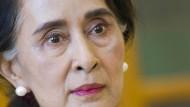Die entmachtete Staatsrätin Aung San Suu Kyi im August 2015 in Myanmar