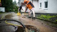 Manche Regionen bekommen derzeit zu viel Regen ab, während andere Gebiete auf dem Trockenen sitzen.