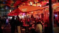 Ausgetrunken: Für zwei Wochen müssen die Pariser auf den Bar-Besuch verzichten.
