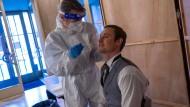 Coronavirus-Test im Schiller Theater in Berlin