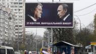 """Putin droht der Ukraine – hier auf einem Wahlplakat dem aktuellen ukrainischen Präsidenten Petro Poroschenko. Auf dem Plakat steht sinngemäß: """"Eine entscheidende Wahl."""""""