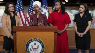 Die vier von Präsident Trump angegriffenen Demokratinnen bei einer Pressekonferenz im Kapitol in Washington (von links): Rashida Tlaib, Ilhan Omar, Ayanna Pressley und Alexandria Ocasio-Cortez