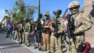 Bewaffnete Demonstranten im Juli 2020 in der amerikanischen Stadt Provo