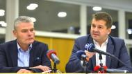 Holger Stahlknecht (CDU, l), Innenminister von Sachsen-Anhalt, und der Generalsekretär der CDU Sachsen-Anhalt, Sven Schulze bei einer Pressekonferenz im November