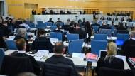 Mammutprozess: Insgesamt 40 Anwälte verteidigen die 14 Angeklagten im Hochsicherheitstrakt des Düsseldorfer Oberlandesgerichts.