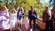 DJ Hell unter Models beim Mode-Shooting am Berliner Wannsee