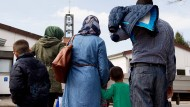 Der Höhepunkt der Flüchtlingskrise liegt drei Jahre zurück, damals kamen diese Flüchtlinge aus Syrien in das Grenzdurchgangslager Friedland im Landkreis Göttingen.