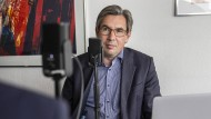 Nachgefragt: Sven Schumann spricht mit Finanzexperten.