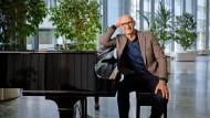 Spielt selbst Klavier: Timotheus Höttges, 59, führt die Deutsche Telekom seit 2014.