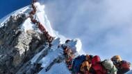 In der Schlange auf über 8.000 Metern: Der Gipfelanstieg am Mount Everest