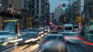 Immer mehr, immer größer, immer schneller: Autos auf den Straßen von Berlin.