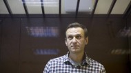 Der russische Oppositionelle Alexej Nawalnyj vor Gericht hinter Glas am 20. Februar in Moskau