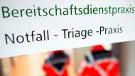 Hinweisschild in einer Klinik in Niedersachsen (Archivbild aus dem März 2018)
