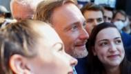 Eben noch im Wahlkampf in Köln, jetzt auf Regierungskurs: FDP-Chef Lindner