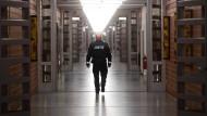 Die Gefängnisgesellschaft war und ist eine geschlossene: Flur einer deutschen Justizvollzugsanstalt