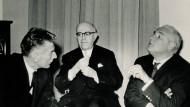 Das Feuilleton als Leidenschaftsapparat: Karl Korn (rechts) am 27. Februar 1961.