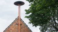 Davon gibt es zu wenige in Deutschland: Eine Sirene am alten Feuerwehrhaus im niedersächsischen Sehnde